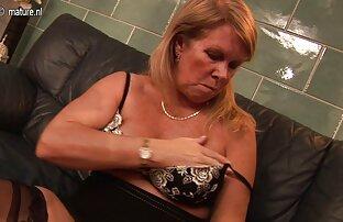 Herrin saß auf Sklavengesicht und trampelt reife frauen nackt bilder seinen Körper in der Ferse
