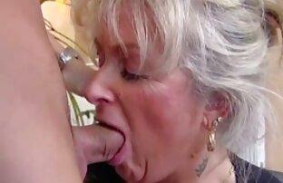 Zwei freundinnen spielen mit einem www nackte reife frauen Jungen Kerl