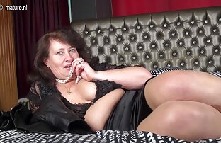 Der Fahrer des Fahrzeugs bezahlte eine Prostituierte nackte schöne reife frauen für einen Blowjob