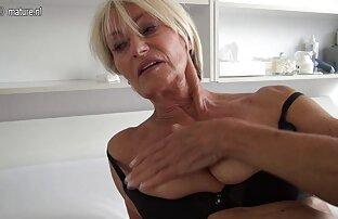 Das Tier reife frauen über 50 nackt Brustpumpe mit einer Pumpe und ermutigte sie, in das Feuer einzudringen