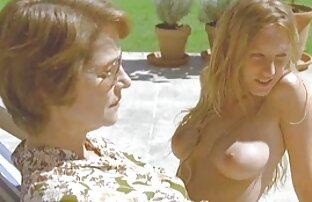 Zwei junge Lesben haben sex mit dem reife frauen nackt bilder penis eines Gummi