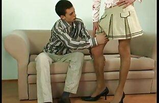 Drei: Frau und Freundin reife frauen ab 50 nackt Spionage auf Stuhl