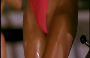 Flexibel für sie zum Training in ungewöhnlichen ältere frauen nackt kostenlos Posen